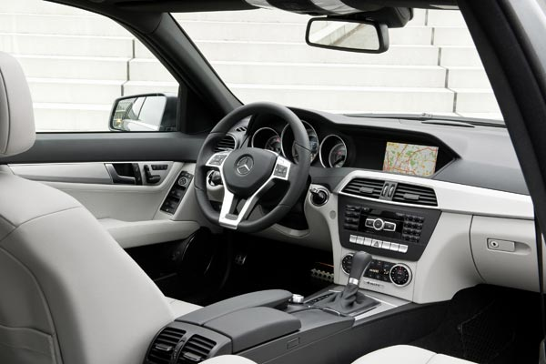 Интерьер салона Mercedes C-Class Touring