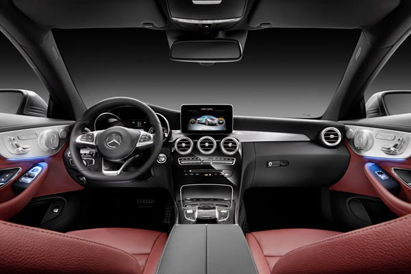 Интерьер салона Mercedes C-Class Coupe