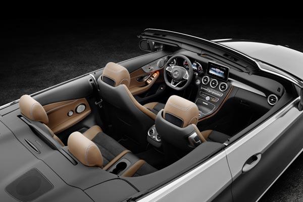 Интерьер салона Mercedes C-Class Cabrio