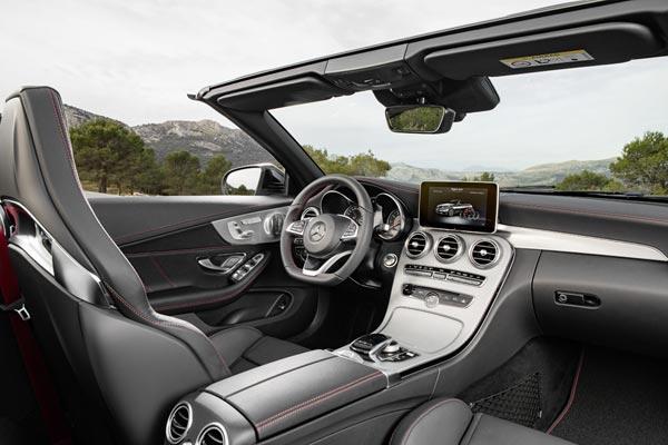 Интерьер салона Mercedes C43 AMG Cabrio