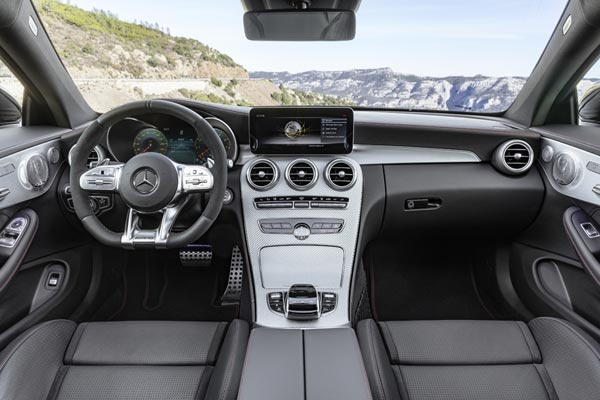 Интерьер салона Mercedes C43 AMG Coupe