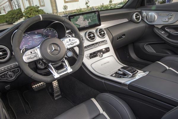 Интерьер салона Mercedes C-Class AMG Cabrio