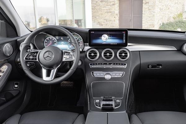 Интерьер салона Mercedes C-Class Estate