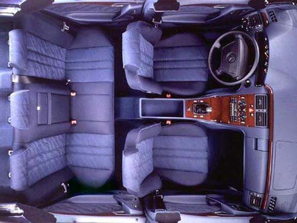 Интерьер салона Mercedes E-Class