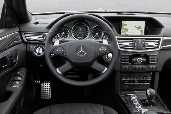 Интерьер салона Mercedes E63 AMG Touring