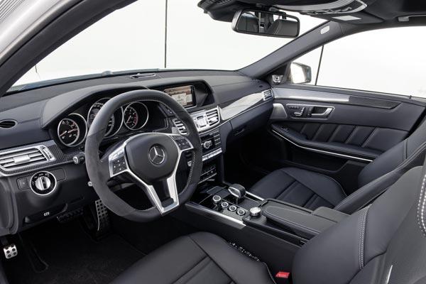 Интерьер салона Mercedes E63 AMG