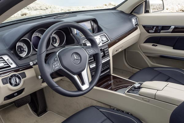 Интерьер салона Mercedes E-Class Cabrio