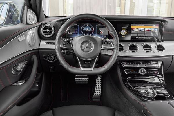 Интерьер салона Mercedes E43 AMG