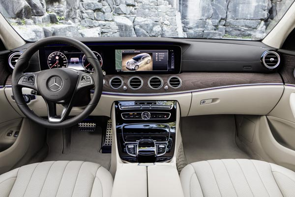 Интерьер салона Mercedes E-Class All Terrain