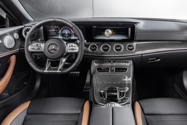 Интерьер салона Mercedes E53 AMG Cabrio