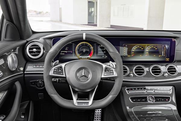 Интерьер салона Mercedes E63 AMG Touring