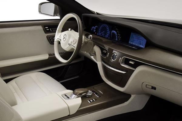 Интерьер салона Mercedes Ocean Drive Concept