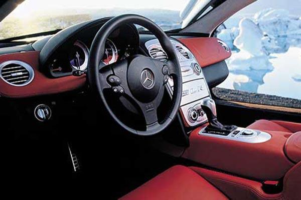 Интерьер салона Mercedes SLR McLaren