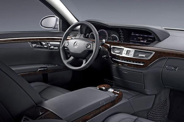 Интерьер салона Mercedes S-Class AMG