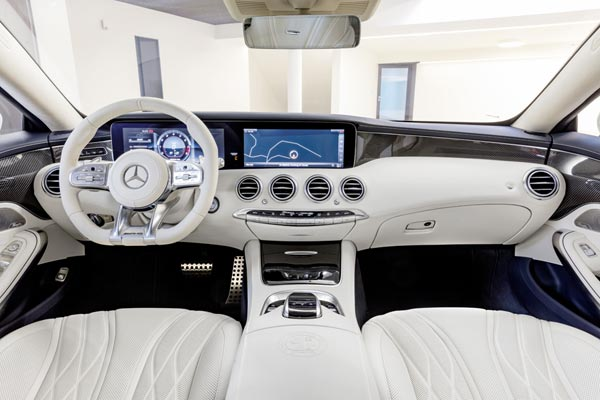 Интерьер салона Mercedes S63 AMG Coupe