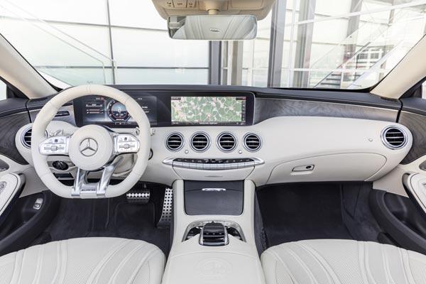 Интерьер салона Mercedes S65 AMG Cabrio
