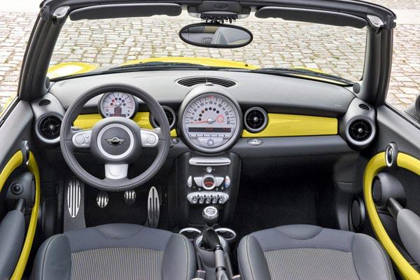 Интерьер салона Mini Cabrio