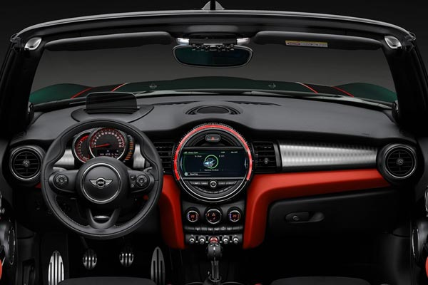 Интерьер салона Mini Cabrio John Cooper Works