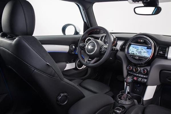 Интерьер салона Mini Cooper S 5-Door