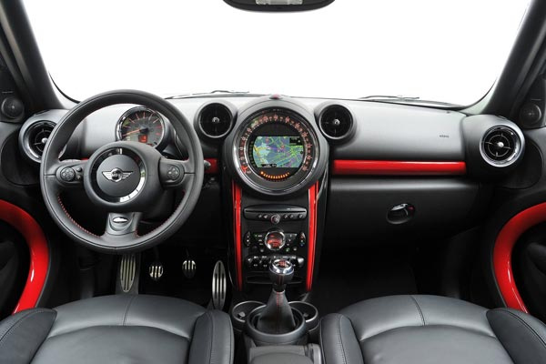 Интерьер салона Mini Countryman John Cooper Works