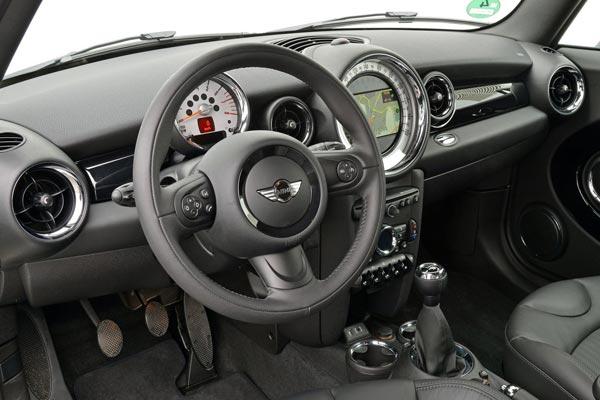 Интерьер салона Mini Clubvan