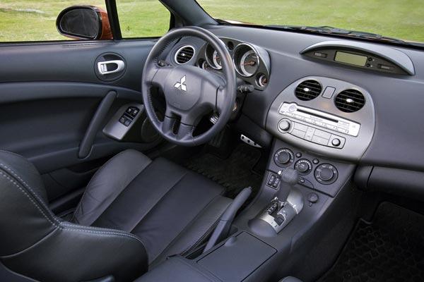 Интерьер салона Mitsubishi Eclipse