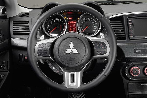 Интерьер салона Mitsubishi Lancer Sportback Ralliart