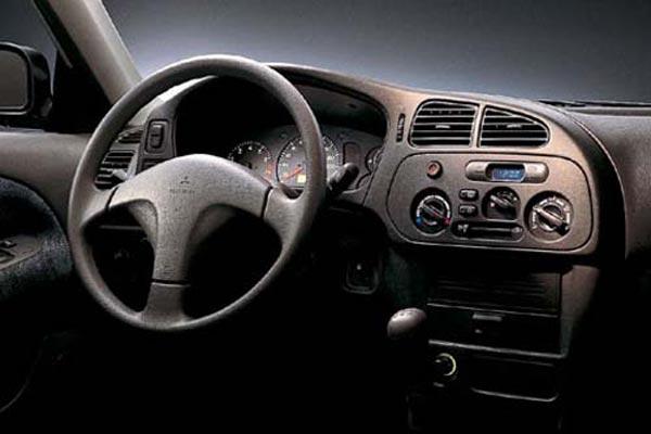 Интерьер салона Mitsubishi Lancer