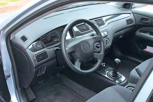 Интерьер салона Mitsubishi Lancer Wagon