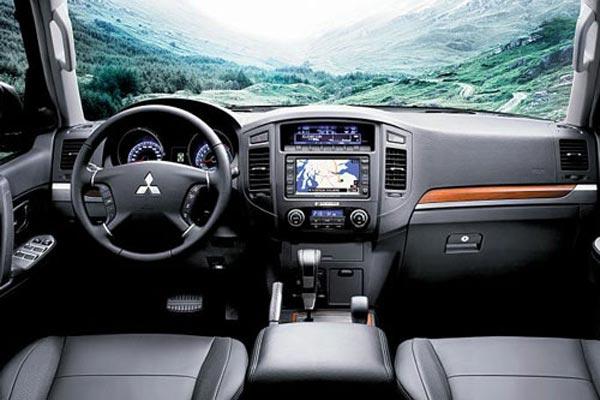 Интерьер салона Mitsubishi Pajero 3-Door