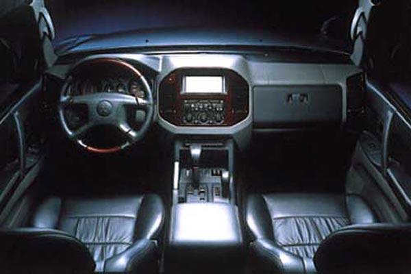 Интерьер салона Mitsubishi Pajero