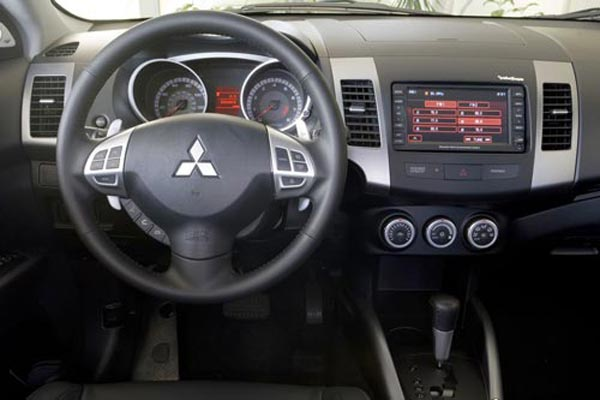 Интерьер салона Mitsubishi Outlander XL