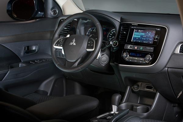 Интерьер салона Mitsubishi Outlander