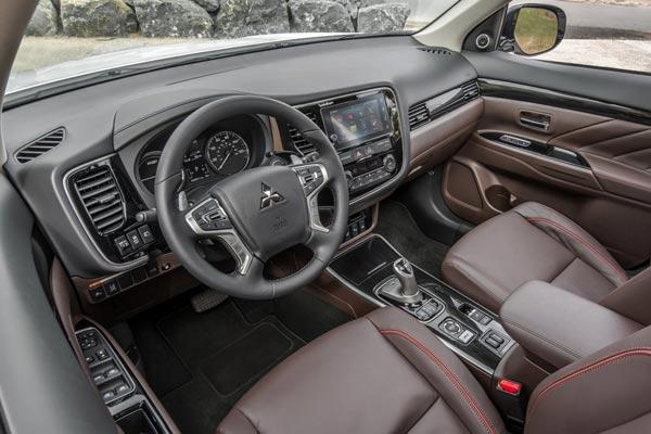 Интерьер салона Mitsubishi Outlander PHEV