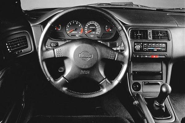 Интерьер салона Nissan 200 SX
