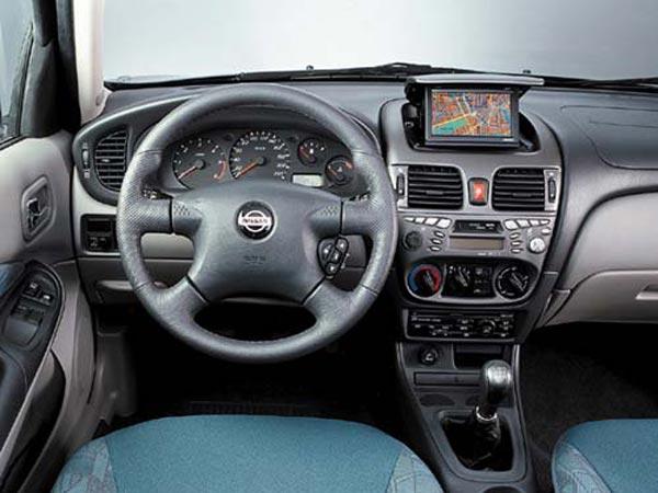 Интерьер салона Nissan Almera Sedan
