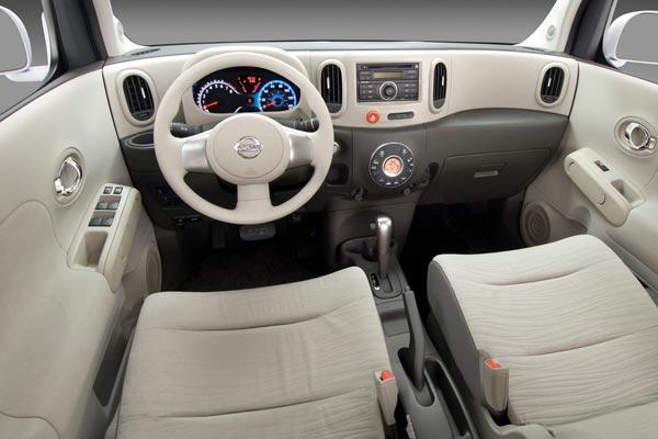 Интерьер салона Nissan Cube