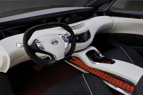 Интерьер салона Nissan Ellure Concept