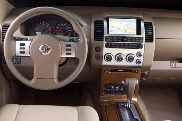 Интерьер салона Nissan Pathfinder