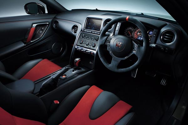 Интерьер салона Nissan GT-R Nismo