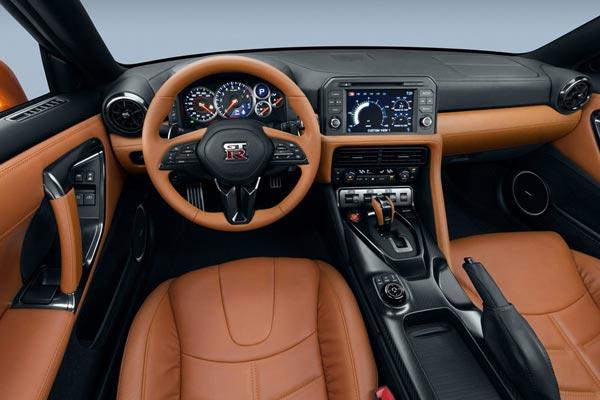 Интерьер салона Nissan GT-R