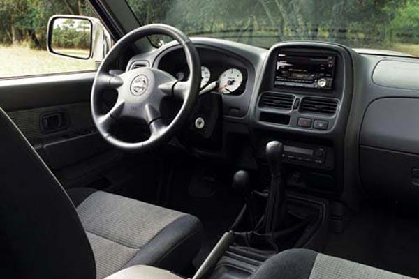 Интерьер салона Nissan Pick-Up