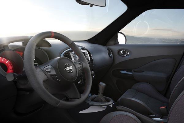 Интерьер салона Nissan Juke Nismo