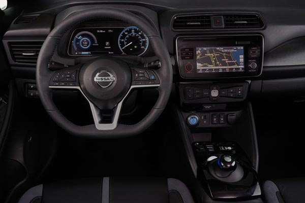 Интерьер салона Nissan Leaf