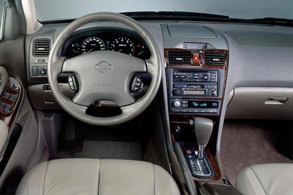 Интерьер салона Nissan Maxima QX