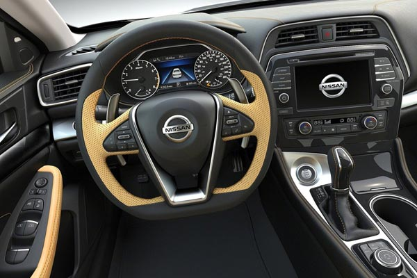 Интерьер салона Nissan Maxima
