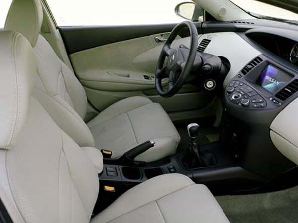 Интерьер салона Nissan Primera Hatchback