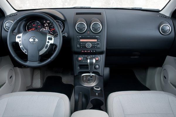 Интерьер салона Nissan Qashqai plus 2