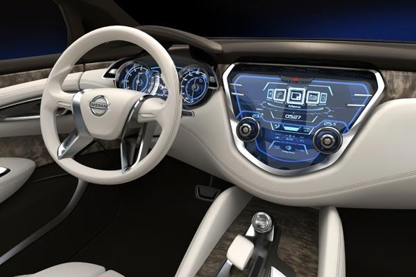 Интерьер салона Nissan Resonance