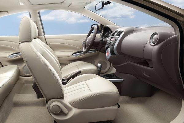 Интерьер салона Nissan Sunny